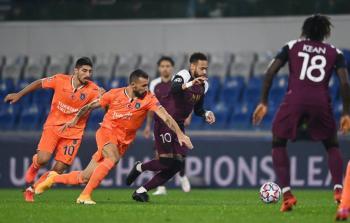PSG gana pese a lesión de Neymar; Chelsea vence al Krasnodar