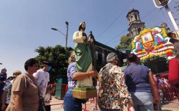 Feligreses de San Judas Tadeo se concentran en San Hipólito; policías reabren Avenida Hidalgo