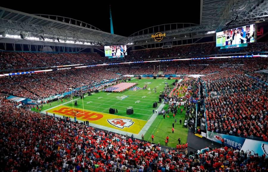 NFL planea tener aficionados en Super Bowl LV