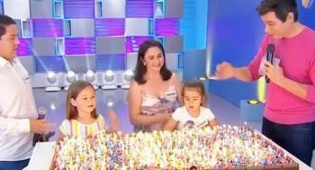 Aparecen en televisión las niñas del pastel para apagar velitas