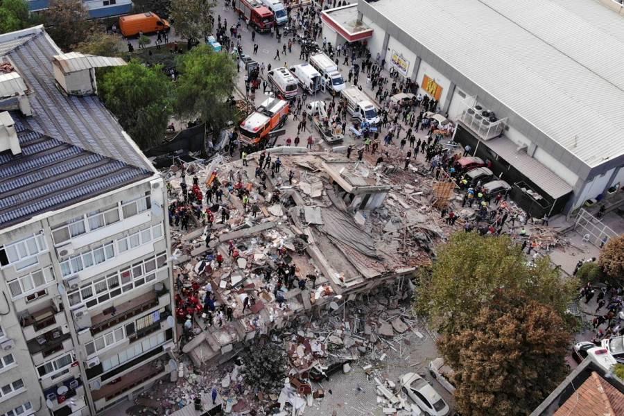 Suman 14 muertos y más de 400 heridos tras fuerte sismo en Turquía