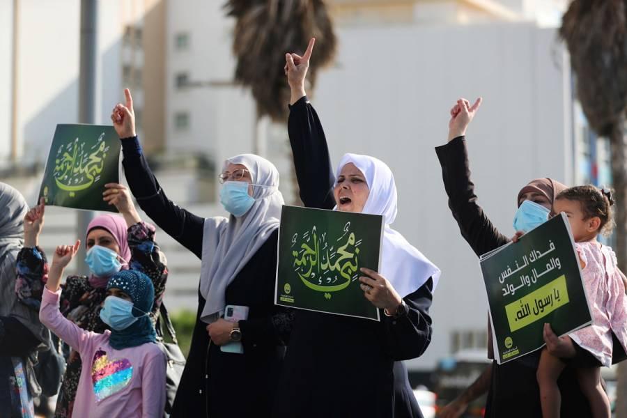 Miles de musulmanes protestan por declaraciones de Emmanuel Macron tras atentados en Francia