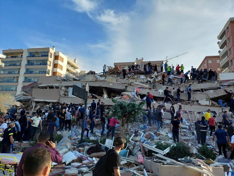Fuerte sismo de magnitud 7 sacude Turquía y Grecia; se reporta colapso de edificios