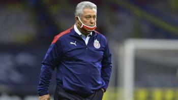 Víctor Manuel Vucetich, DT de Chivas, da positivo a Covid-19