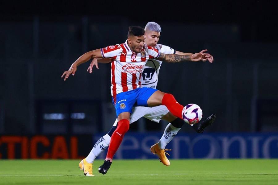 En los últimos minutos Pumas iguala al Chivas, rescata resultado