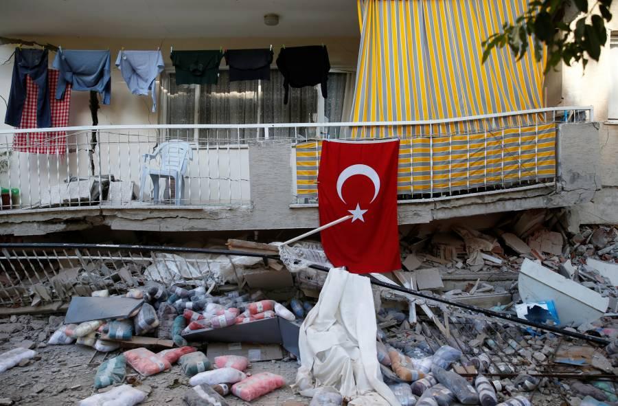 Se eleva a 27 el número de muertos por sismo en Turquía y Grecia