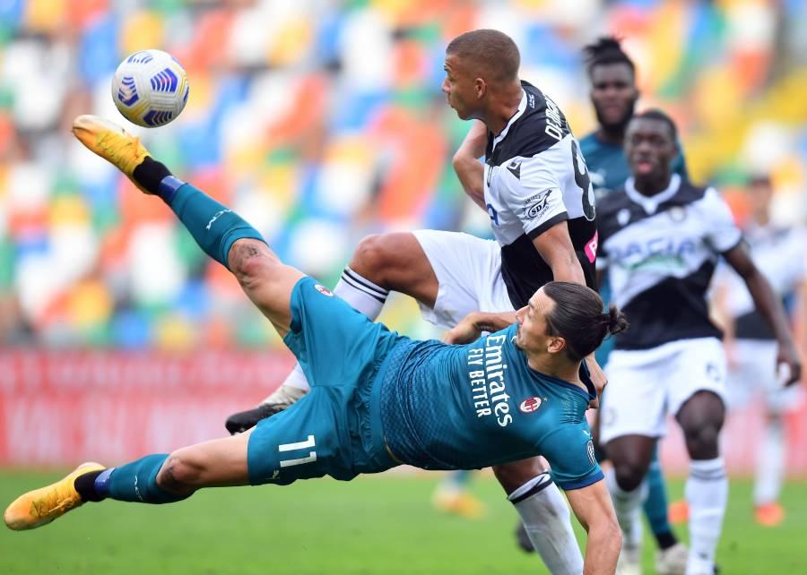 Con un golazo de chilena, Ibrahimovic mantiene líder al Milan