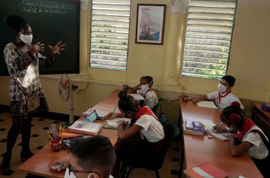 Más de 300 mil estudiantes cubanos vuelven a clases