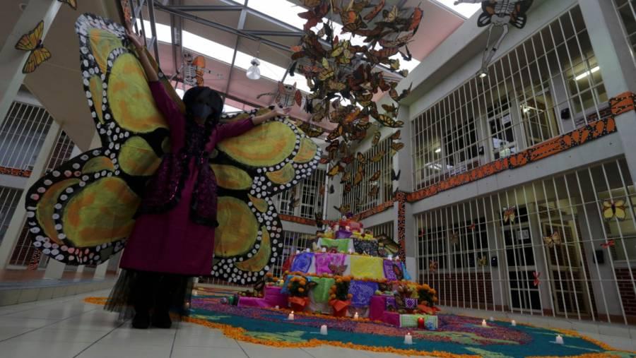 Reos en CDMX compiten en concurso de ofrendas por Día de Muertos