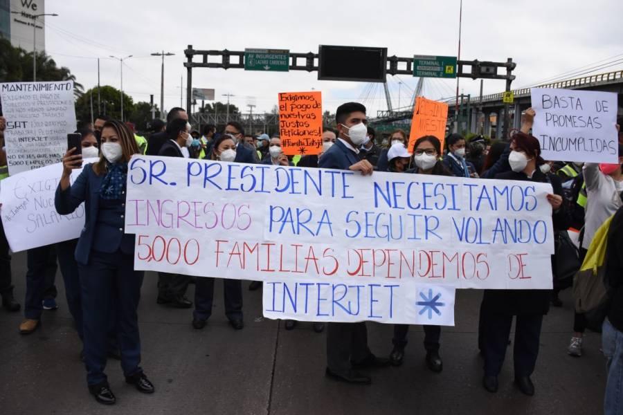 Empleados de Interjet bloquean el AICM y exigen el pago de sueldos atrasados