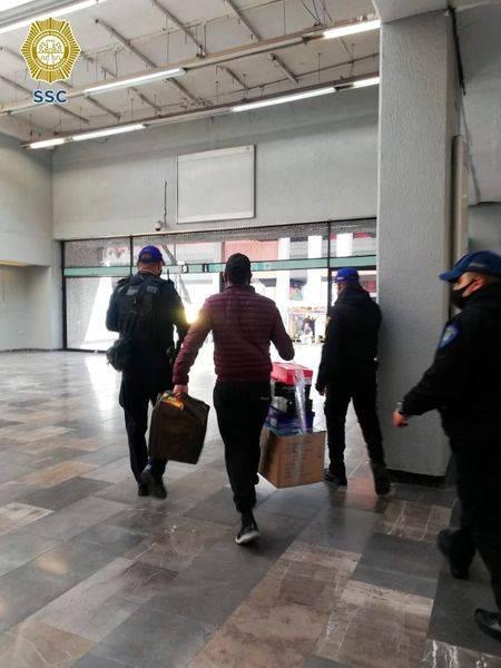 En el metro, detienen a un sujeto que transportaba animales exóticos