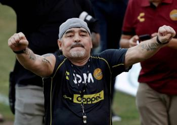 Maradona se recupera y busca abandonar el hospital