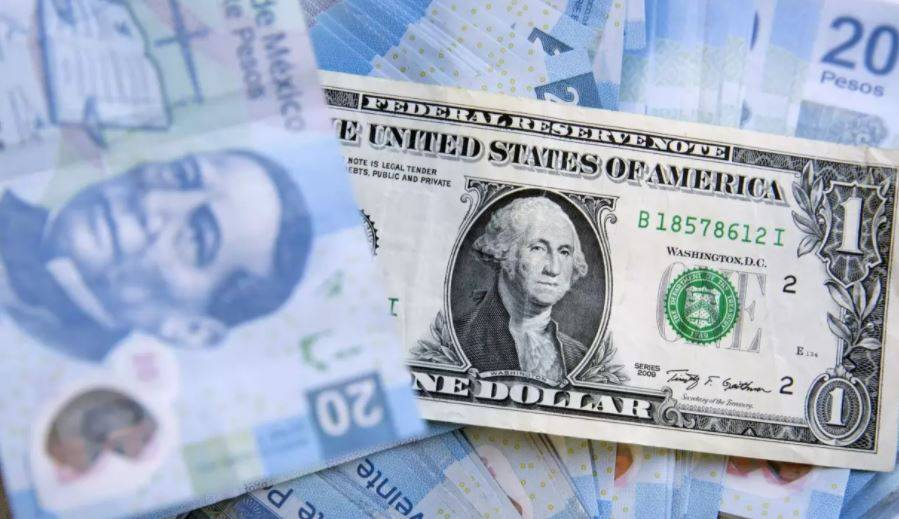 Peso avanza en sesión volátil por elecciones en EEUU; cotiza en 21.06 por dólar