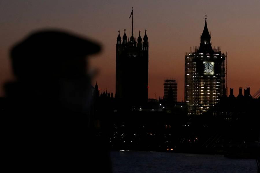 Parlamento aprueba confinamiento en Reino Unido