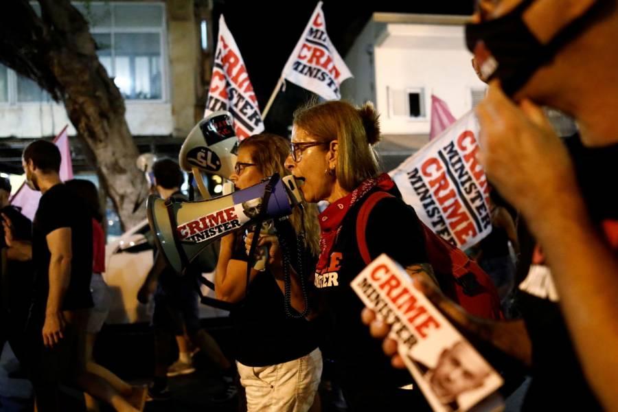 """""""Ahora es tu turno"""": Tras derrota de Donald Trump, miles protestan contra Benjamín Netanyahu en Israel"""