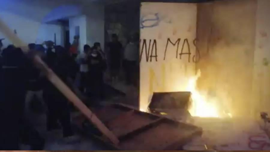 Policía de Cancún dispersa a balazos manifestación contra feminicidios