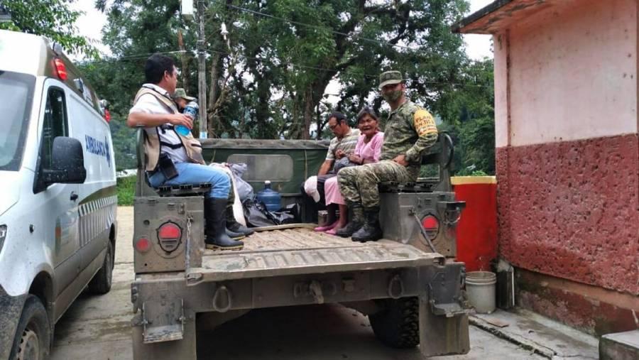 Evacúan a más de 400 familias tras deslizamiento de ladera en Ixhuatán, Chiapas