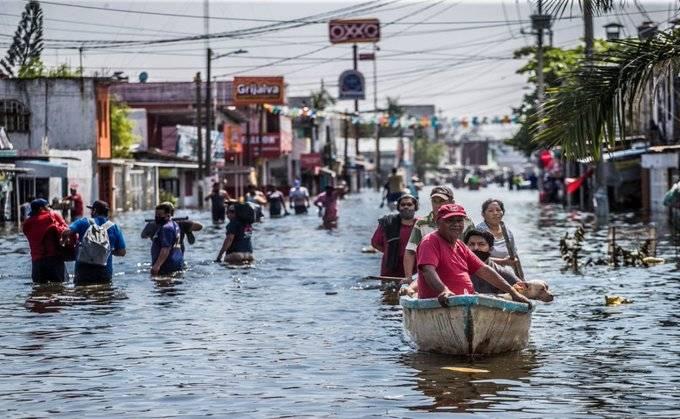 Se desborda Río Grijalva e inunda calles de Villahermosa