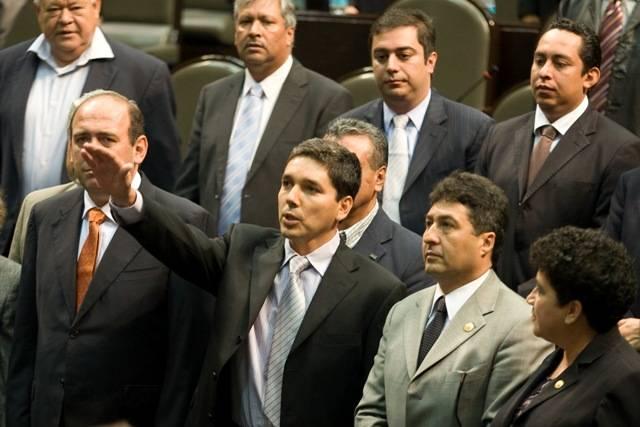 Aparece exdiputado del PRD acusado de vínculos con la Familia Michoacana