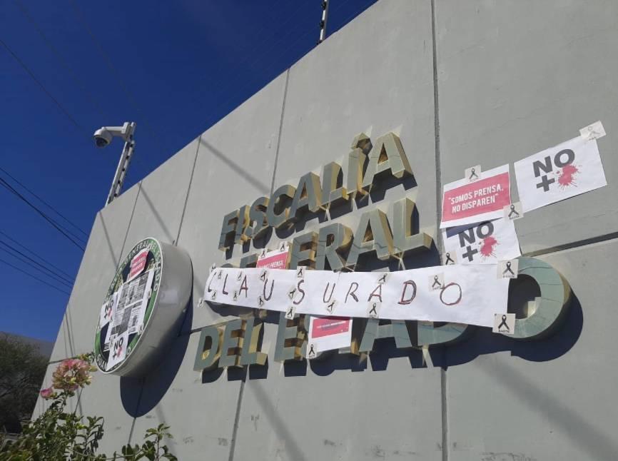 Periodistas clausuran instalaciones de la FGE de Guanajuato por asesinato de Israel Vázquez
