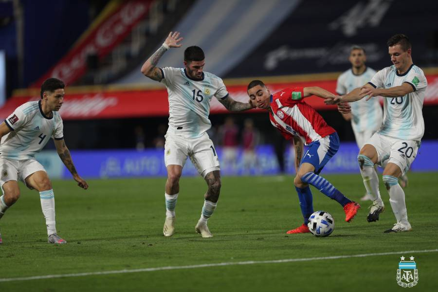 Paraguay empata con Argentina, rompe su racha ganadora