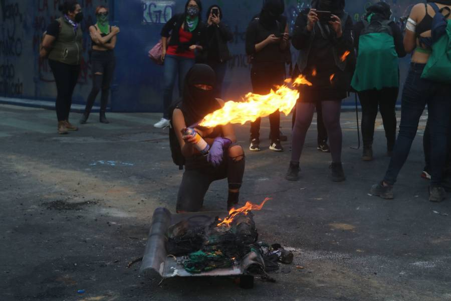MARCHAN COLECTIVOS FEMINISTAS
