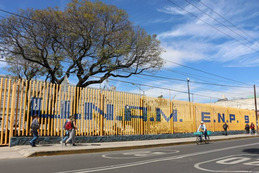 Prepa 9 de la UNAM es tomada por un grupo de encapuchados