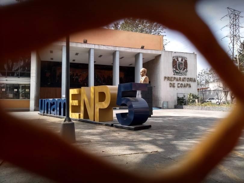 Expulsan a dos estudiantes de la Prepa 5 por desaparición de Jorge Barrera