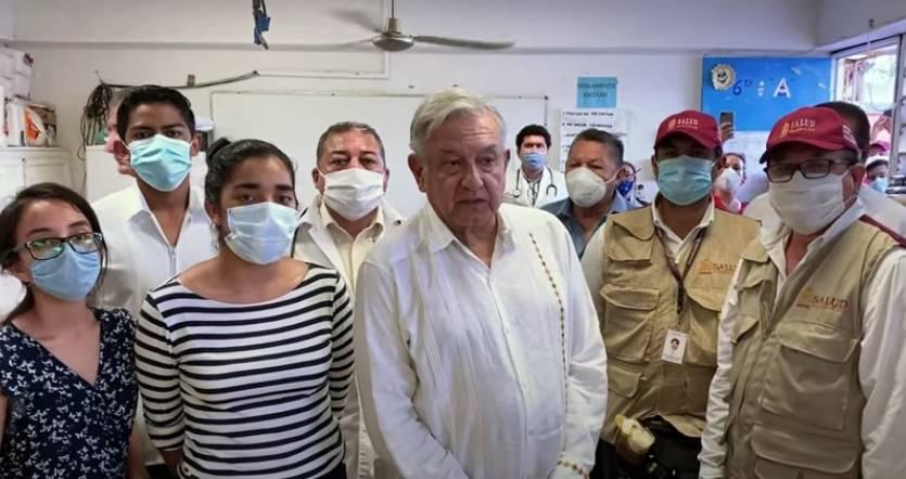 AMLO visita albergue en Tabasco para afectados por las inundaciones