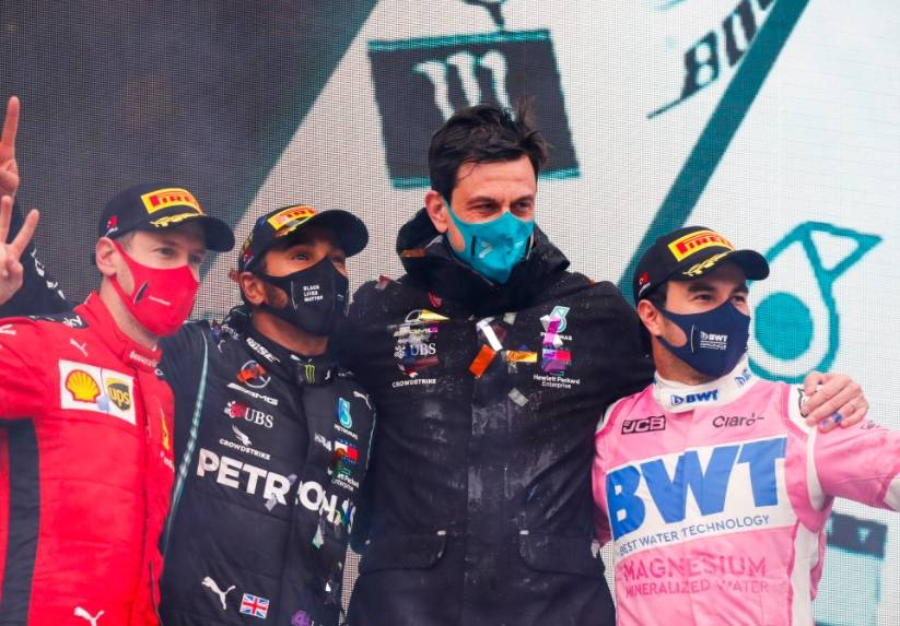 """Hamilton empata en títulos a Schumacher y podio para """"Checo"""" en Turquía"""