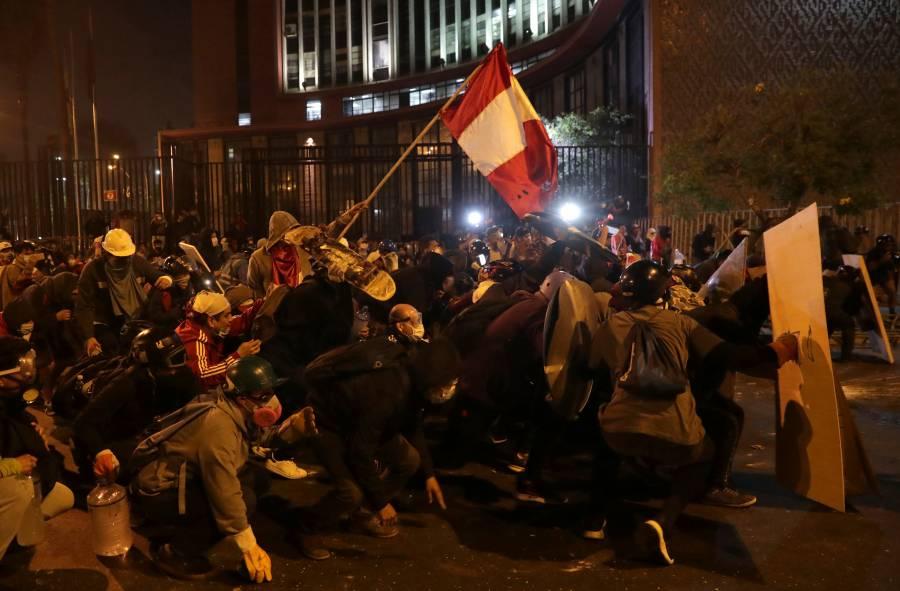 Protestas en Perú dejan dos muertos; piden la renuncia del presidente Manuel Merino