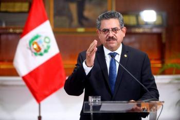 Protestas desencadenan la renuncia de Manuel Merino como presidente de Perú