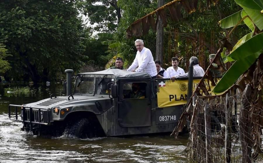 """""""Tengo que cuidarme, no me voy a mojar para la foto"""": AMLO tras su visita a Tabasco"""