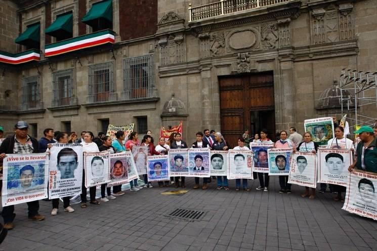 Piden padres de los 43 se ejercite acción penal contra militar detenido