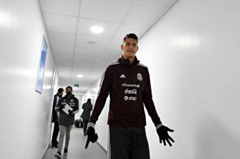 Uno más: César Montes causa baja y no jugará ante Japón