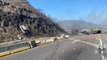 Explosión de pipa en autopista Tepic-Guadalajara deja al menos 12 muertos