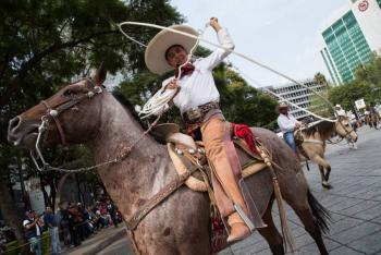 Habrá desfile simbólico el 20 de noviembre pero con sana distancia, anuncia AMLO