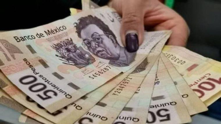 AMLO rechaza que haya descuentos a aguinaldos de trabajadores del Estado por pandemia