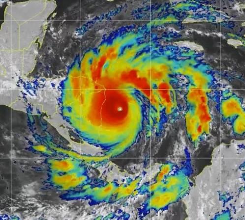 Iota se vuelve tormenta tropical y avanza hacia el norte Nicaragua