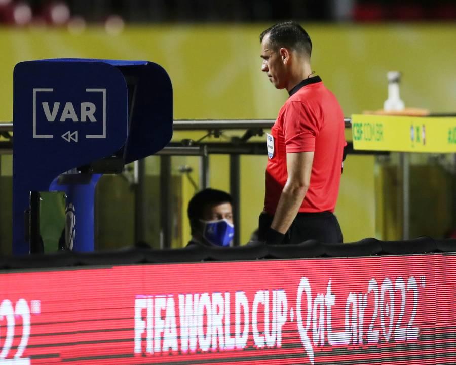 FIFA pide a compañías tecnológicas mejores imágenes para decisiones del VAR