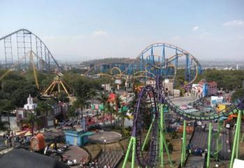 Fallece joven que salió disparado de juego en Six Flags
