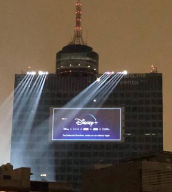 VIDEO: Disney Plus celebra su llegada a México con pirotecnia y molesta a capitalinos