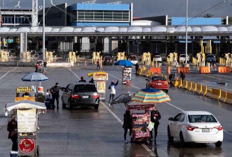 SRE informa que se mantendrán restricciones de cruces fronterizos un mes más