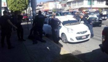 Un muerto y cuatro detenidos tras enfrentamiento entre policías y taxistas en Ecatepec