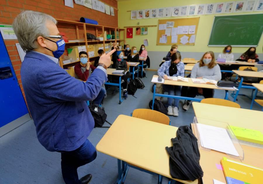 OMS defiende mantener abiertas  escuelas y evitar confinamientos