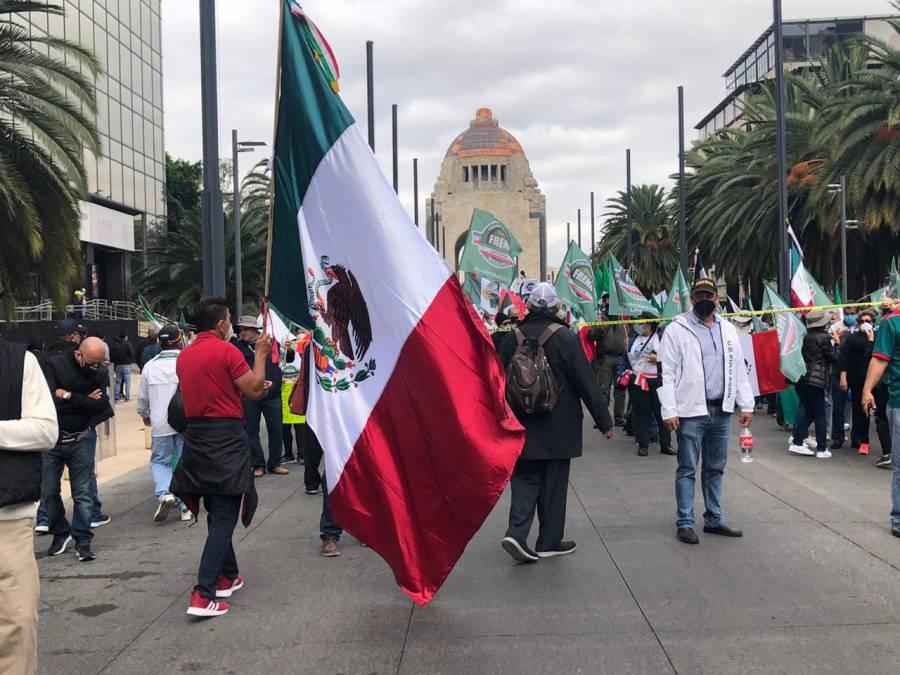 Integrantes de FRENAAA realizan marcha en la Ciudad de México