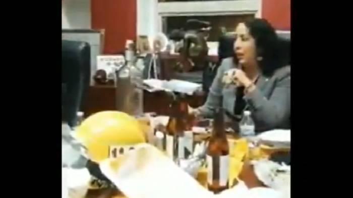 Alcaldesa de Rosarito festeja su cumpleaños con bebidas y música en sus oficinas