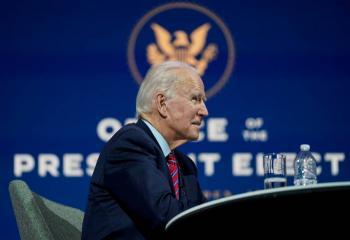 "Biden celebra ""la transferencia de poder pacífica"""