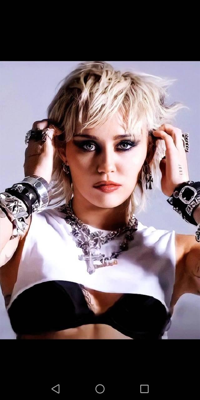 Miley Cyrus confiesa que recayó en el alcohol durante la pandemia