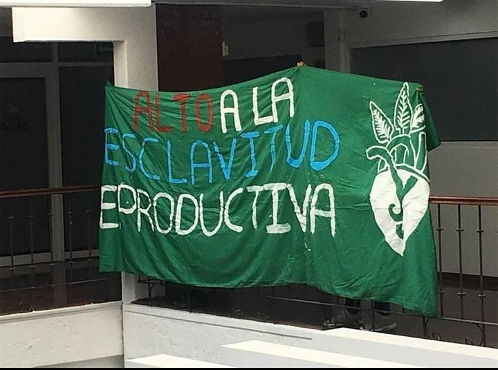 Feministas toman el Congreso de Puebla y Radio BUAP